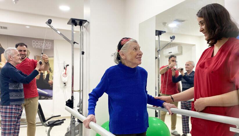 Felçli hastaların yatarak fizik tedavisi